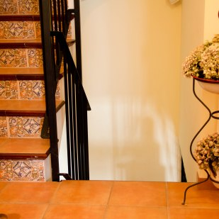 L'escala que uneix les habitacions amb la saleta